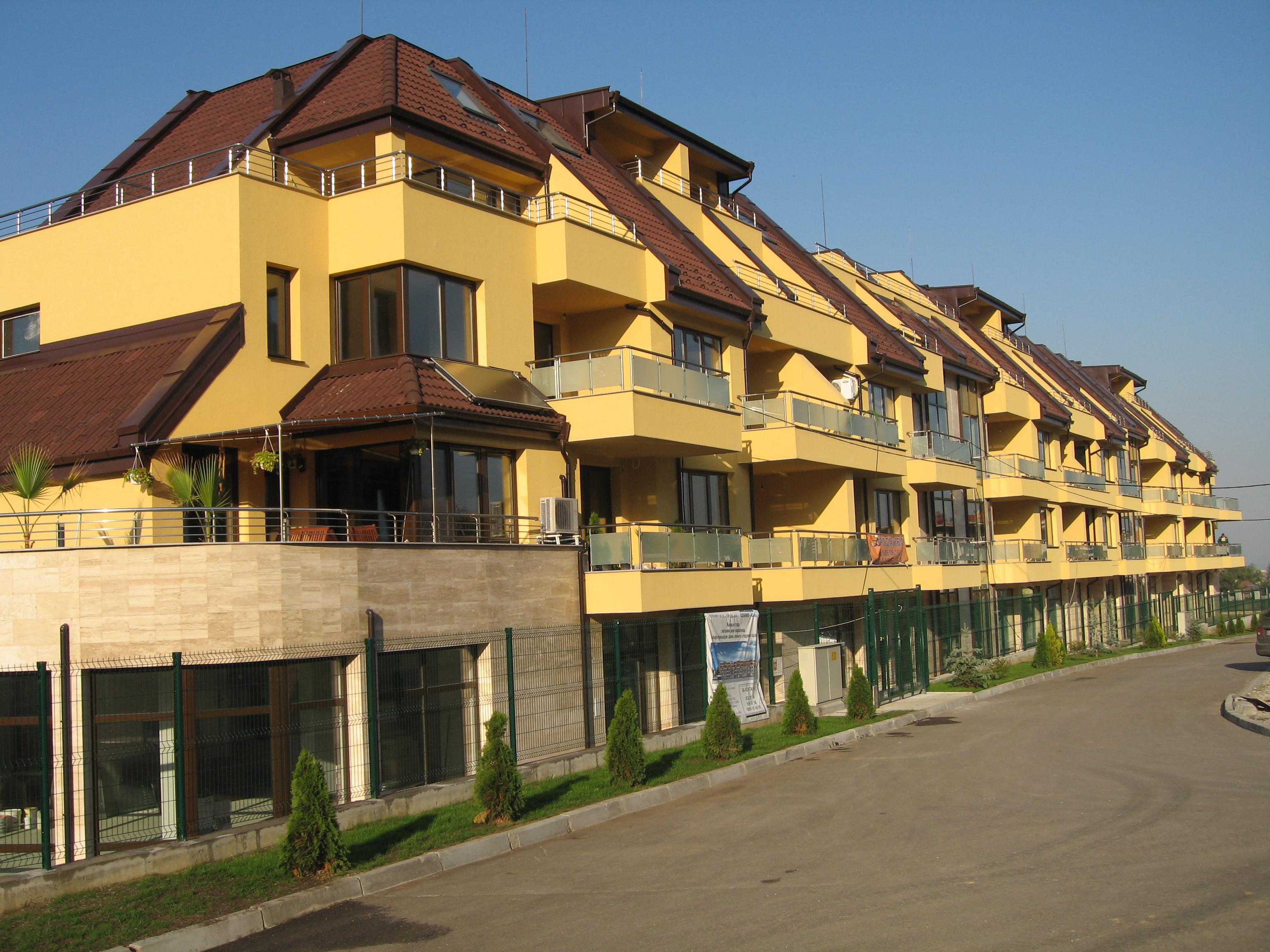 Затворен жилищен комплекс от 3 блока в кв. Бояна